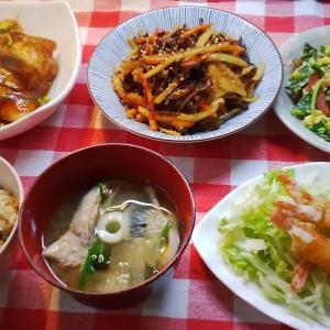 秋鮭の照り焼きと伸ばし海老のつくね巻きでお昼ご飯。