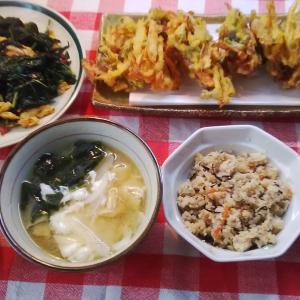 鮭の皮のかき揚げと青菜の車麩炒めでお昼ご飯。