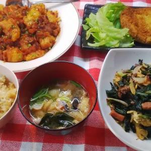 白身魚のチリソースでお昼ご飯。