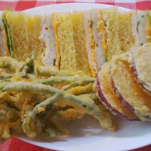 南瓜パンで白身魚サンドで朝食。