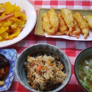 鮭ご飯と青パパイヤと海老の白身魚包み揚げでお昼ご飯。