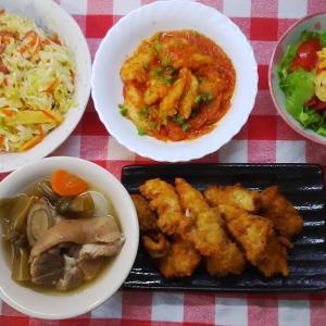 豚足の具だくさんお汁と白身魚のチリソースとカジキフライでお昼ご飯。