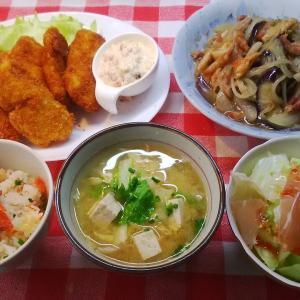 茄子の味噌炒めと白身魚フライタルタルソースでお昼ご飯。