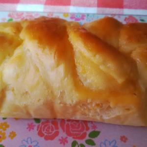 カスタードクリームの編み込みパン。
