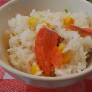塩鮭でコーンの鮭ご飯。