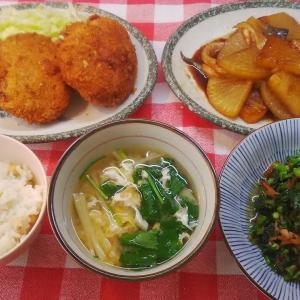 鮪メンチカツと島菜炒めと大根の照り焼きでお昼ご飯。