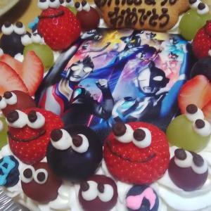 孫の誕生日ケーキをにぎり寿司♪