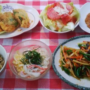 赤魚の青シソフライと変わり青椒肉絲とオートミールの卵ご飯でお昼ご飯。