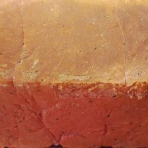 ドラゴンフルーツの角食パン。