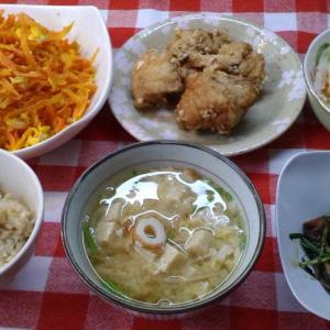 人参しりしりとソーキのニラ炒めと鶏ぶつ切り唐揚げでお昼ご飯。