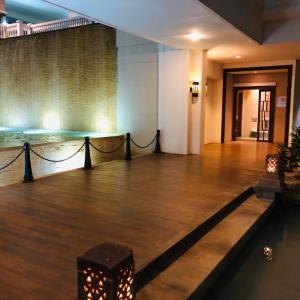 シェラトンホテルの今年のツリーは驚き!!! っと、グアム旅行に来たらスパは行かないとね♪