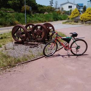 機関車の動輪が設置されています