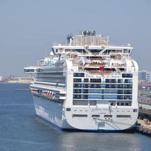 横浜港に停泊中のクルーズ船
