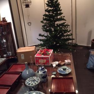 独りでクリスマスツリーを飾る