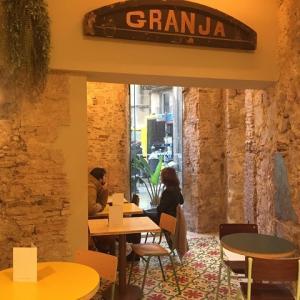 カフェで朝食してから、サグラダファミリアへ!