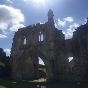 12世紀のゴシックな廃墟★辺りをウォーキング