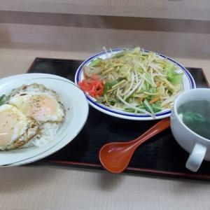 台湾料理店の燕軍へ。