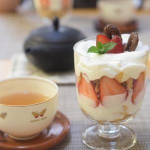【美味しい苺の季節】いちごパフェ&新しいコンセントタップ