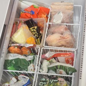 【冷蔵庫掃除】野菜室と冷凍庫の中にカゴを入れて、美しく整頓✨