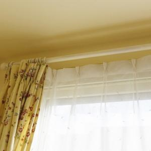 【DIY】カーテンレールを白く塗る!水性スプレーで簡単でした♪【娘の部屋】