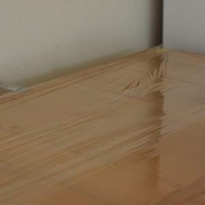 【食器棚上の掃除】ラップを敷く&カゴを処分