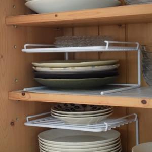【食器棚の片付け】ガラス戸の中を整頓「えつこの便利収納ラック」を導入♪
