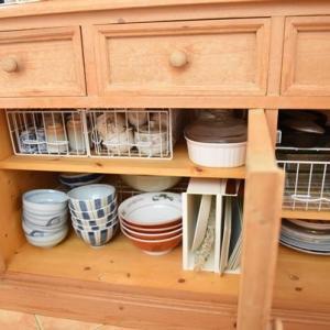 【食器棚の整頓】下の扉の中に引き出し導入で奥まで使いやすく!