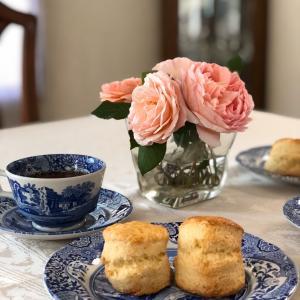 紅茶とスコーンでクリームティー