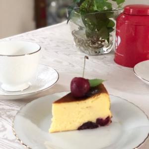 アメリカンチェリー入りバスクチーズケーキ