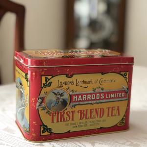 レトロなハロッズ紅茶缶