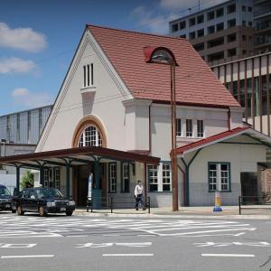 三角屋根の国立駅