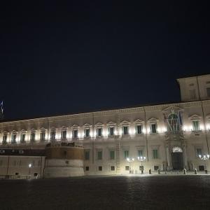 コロナ犠牲者への祈り@クィリナーレ宮殿のトリコロール。