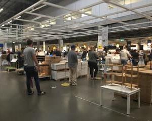 IKEAは大賑わい