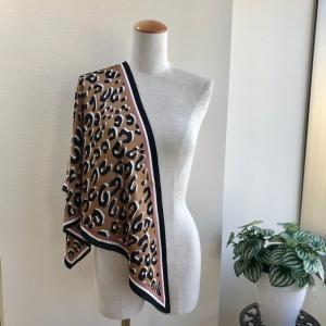 アレンジ色々使いやすい!レオパード柄の三角スカーフで50代アラフィフファッションコーデ