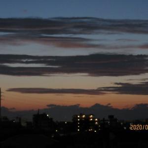 棚引く夕雲