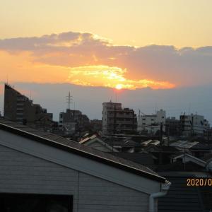 西空の雲に入る夕日