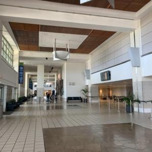 閑散としたグアム空港