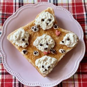 日曜はおうちカフェ☆トイプーだらけのトーストアート