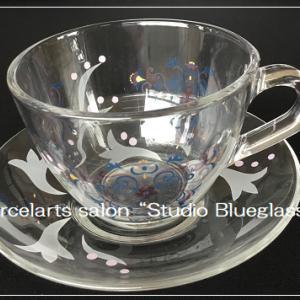 【課題作品】柄が透けて見えるのが素敵・・・転写紙コースガラスのカップ&ソーサー