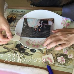 結婚式の写真を使って、記念のプレートを制作