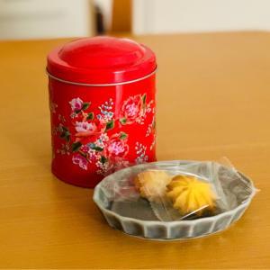 カルディのかわいい客家柄のクッキー缶