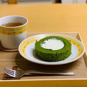 ほんのりとした苦みを感じる本格抹茶スイーツ ローソンウチカフェ お抹茶ティラミスロールケーキ
