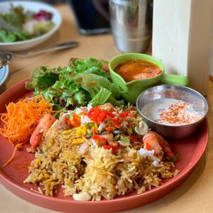 世界の料理が楽しめるトランクカフェで海老のビリヤニ