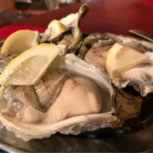 お気に入りのビストロで貝料理を満喫!