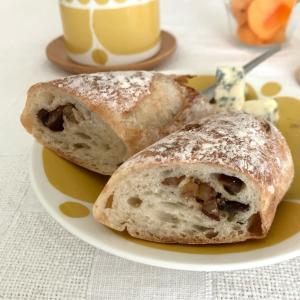 栗とピスタチオのバゲットで朝ごぱん
