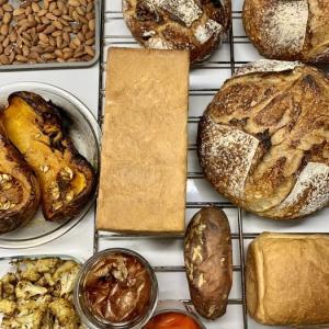 パン と 副菜