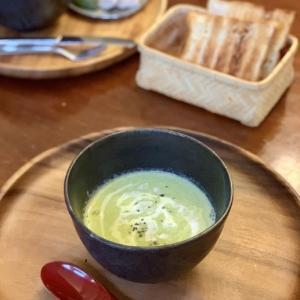 緑になってしまうビシソワーズ など 朝食写真