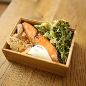 焼き鮭と天ぷら弁当