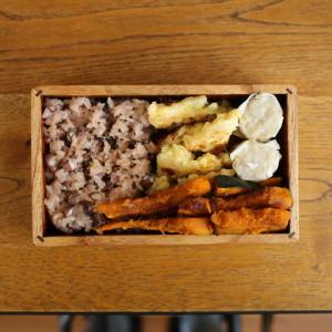 赤飯とお好み焼き弁当