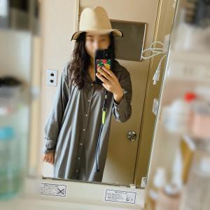 気温20の服装/白ハット&ワンピース